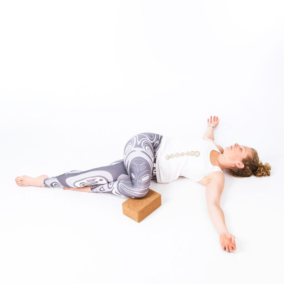 Carla Wainwright - asana - supine spinal twist